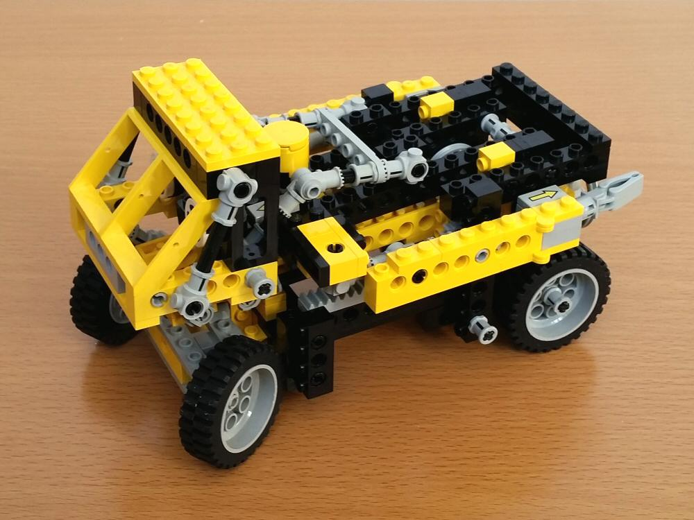 Lego Technic 8852 - Le camion robot transformable